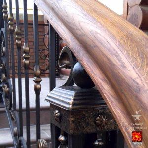 дубовый поручень и кованый столб